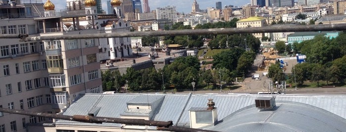 Дворик Дома на набережной is one of Art & Museums @ Moscow.