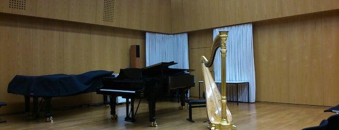 Staatliche Hochschule für Musik und Darstellende Kunst is one of Orte, die Bersu Naz gefallen.