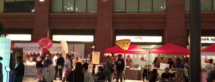 Midnight Market is one of สถานที่ที่ Shawn ถูกใจ.