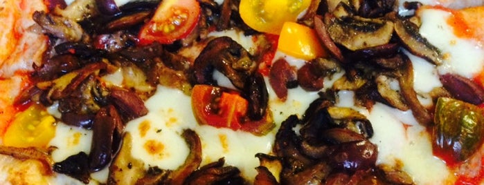 Olio Wood Fire Pizzeria is one of Locais curtidos por Shelya.