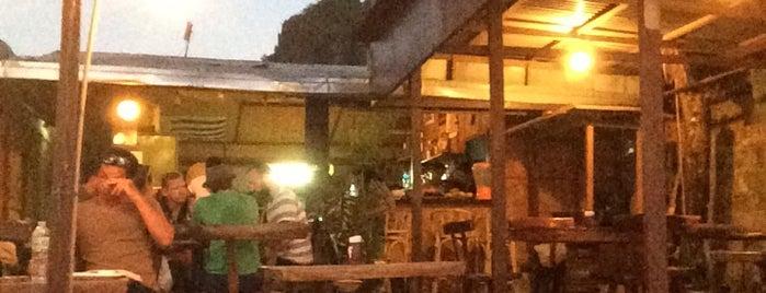 Marber's Beach Bar and Restaurant is one of Filipinler-Manila ve Palawan Gezilecek Yerler.
