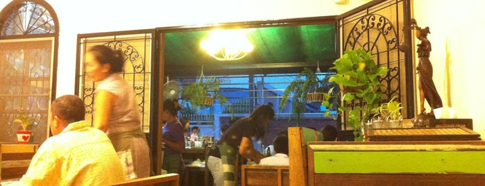 Mom Restaurant is one of Suthisan.