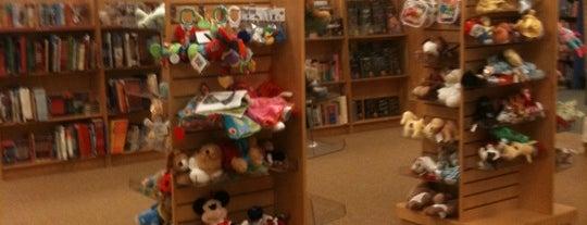 Barnes & Noble is one of Pat'ın Beğendiği Mekanlar.