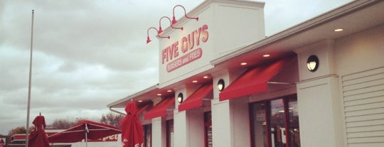 Five Guys is one of Alex 님이 좋아한 장소.
