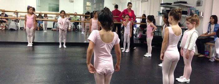 Francine Garton Royal Dance Academy is one of Mme.: сохраненные места.