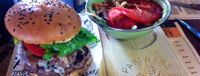 Partners and Brothers Burgerlab is one of Orte, die Cristian gefallen.