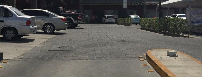 Plaza Toscana is one of Vanessa 님이 좋아한 장소.