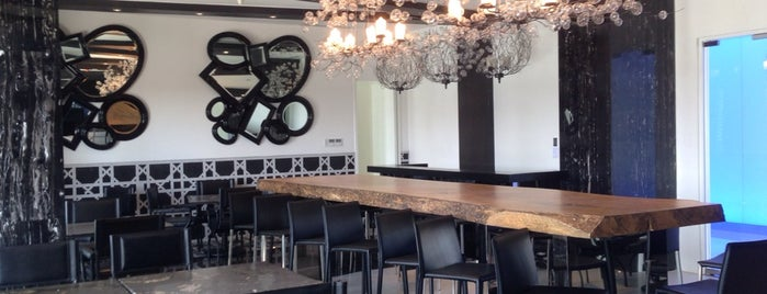 Paris Beach Club Restaurant is one of Azure Urban Resort Residences.