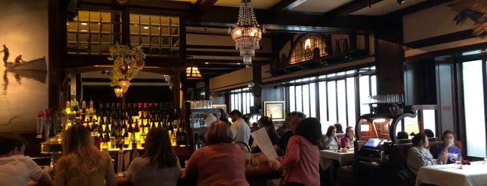 Old Ebbitt Grill is one of Jason : понравившиеся места.
