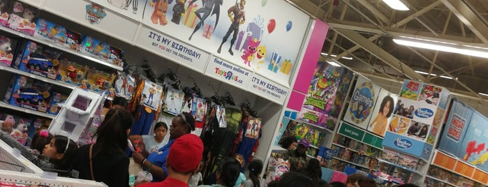 "Toys""R""Us is one of Orte, die Ethan gefallen."