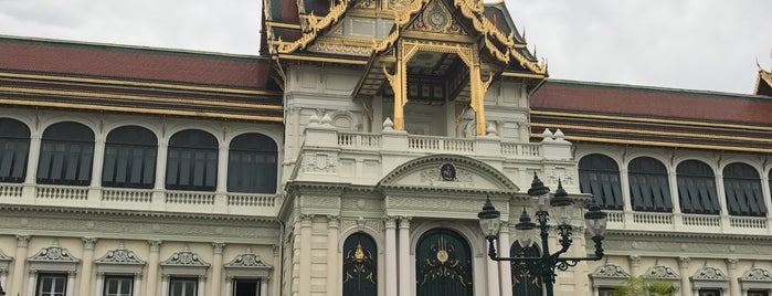 Dusit Maha Prasat Throne Hall is one of Locais curtidos por Cristina.