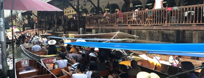 Damnoen Saduak Floating Market is one of Posti che sono piaciuti a Cristina.