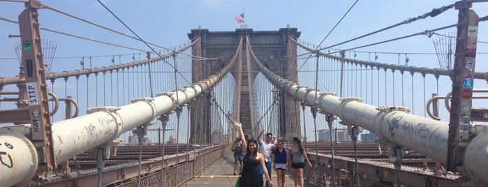 Brooklyn Bridge is one of Tempat yang Disukai Cristina.