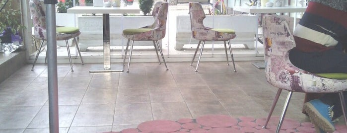 BÖĞÜRTLEN KIŞI BUTİK CAFE & RESTAURANT is one of Posti che sono piaciuti a Alperen.