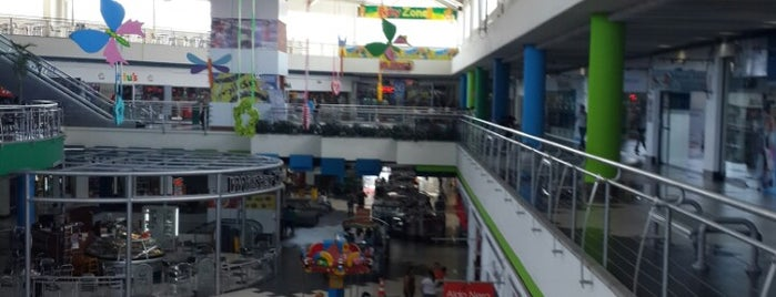 Centro Comercial Las Cascadas is one of Taniaさんのお気に入りスポット.