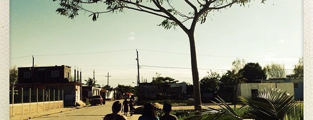 Puente De La Avenida Uno is one of Tempat yang Disukai Changui.