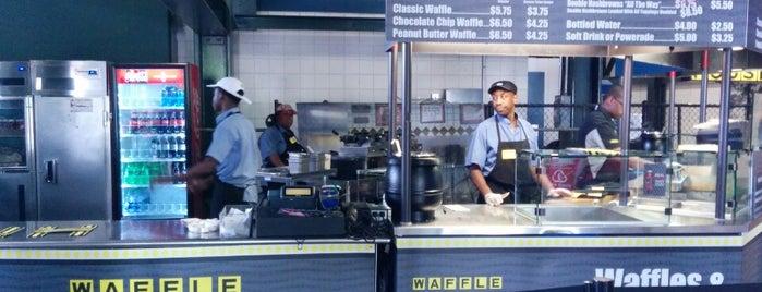 Waffle House is one of Locais Especiais.