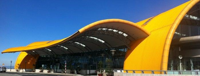 리엔크엉 국제공항 (DLI) is one of du lịch - lịch sử.