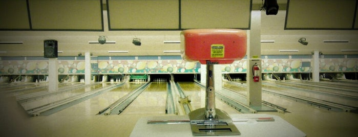White Oak Bowling Lanes is one of Scottさんのお気に入りスポット.