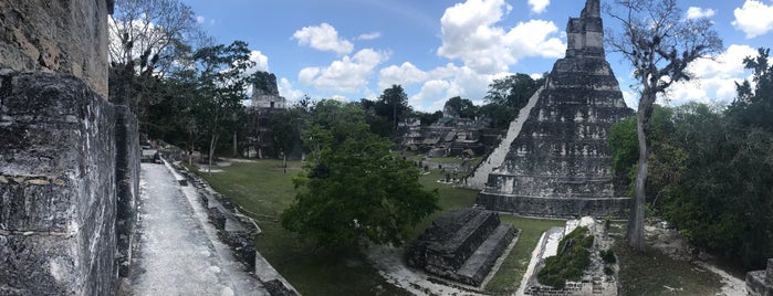 Tikal Plaza Mayor is one of Orte, die Carl gefallen.
