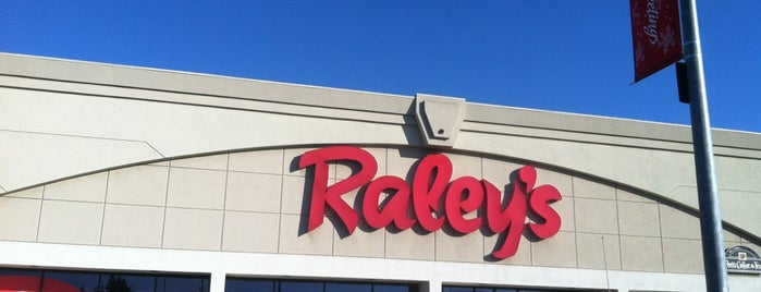 Raley's is one of Galenさんのお気に入りスポット.