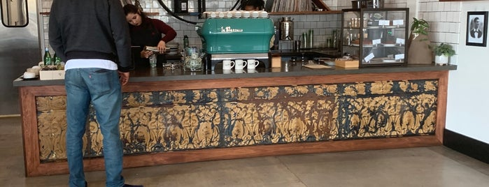 Menotti's Coffee Stop is one of Whit'in Kaydettiği Mekanlar.