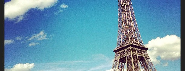 หอไอเฟล is one of Paris.