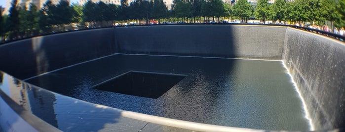 9/11 Memorial South Pool is one of Posti che sono piaciuti a Laetitia.