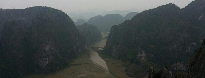 Hang Múa (Mua Caves) is one of Ninh Binh.