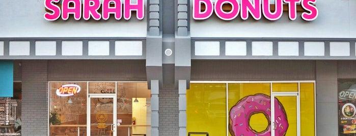 Sarah Donuts is one of Tempat yang Disukai Phil.