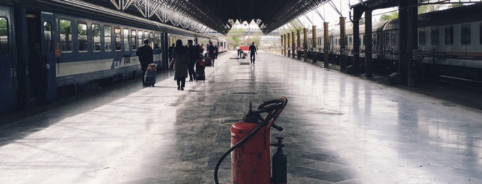 Tehran Railway Station | ایستگاه راه آهن تهران is one of Locais salvos de Hamit.