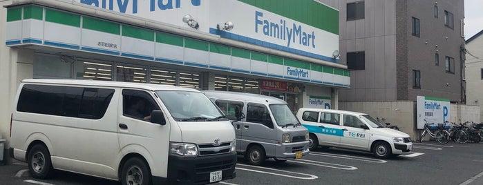 FamilyMart is one of สถานที่ที่ Masahiro ถูกใจ.