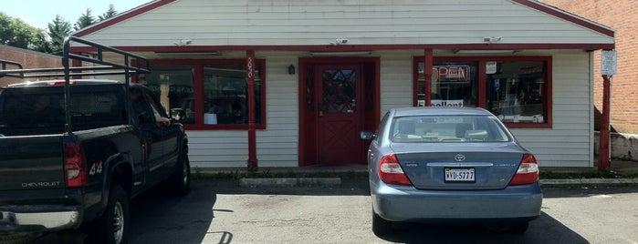 Linda's Cafe is one of Lieux sauvegardés par E. B..
