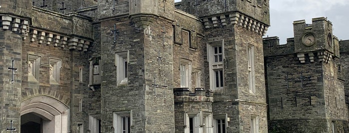 Wray Castle is one of Lieux qui ont plu à Carl.