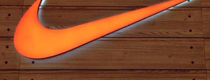 Nike Store is one of Locais curtidos por Devonta.