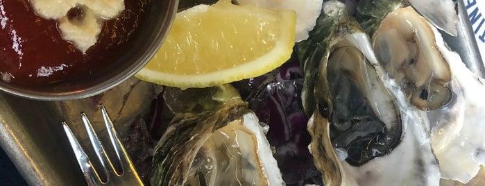 Brigantine Seafood & Oyster Bar is one of Lugares favoritos de Rick.