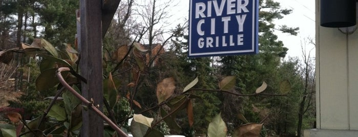 River City Grille is one of Locais salvos de Lizzie.