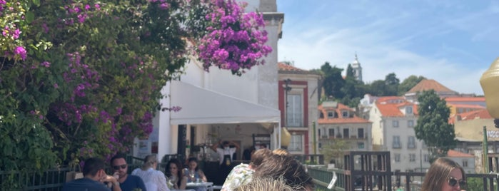 Bar Terraço Santa Luzia is one of Lissabon.