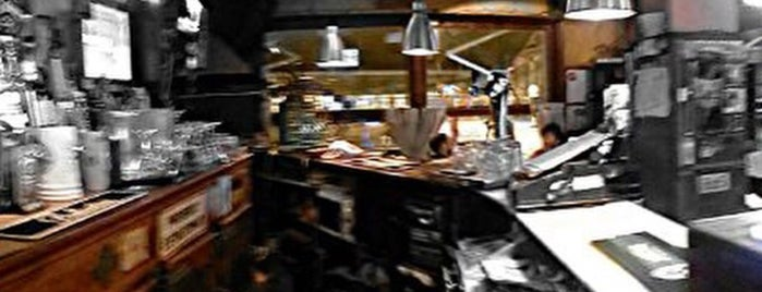 Uni-bar is one of Lieux qui ont plu à Ela.