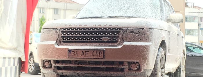 Black Car - Car Wash is one of Locais curtidos por Yunus.