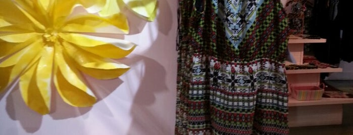 Azura Clothing is one of Tempat yang Disukai Chrissy.