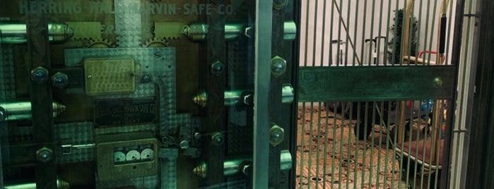 The Whitney Hotel is one of ⚜ Nimesh : понравившиеся места.