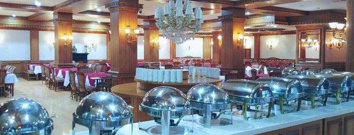 رستوران مجلل صوفي ستاره فارس is one of Posti che sono piaciuti a Mamalli.
