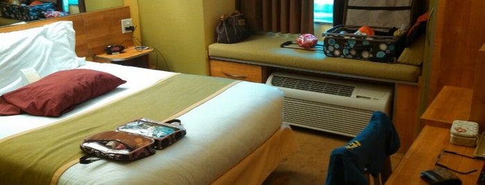 Microtel Inn & Suites is one of Locais curtidos por danielle.