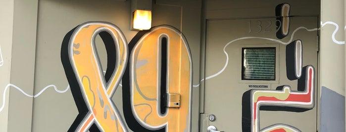 KPOO 89.5 FM Community Radio is one of Shawn 님이 좋아한 장소.