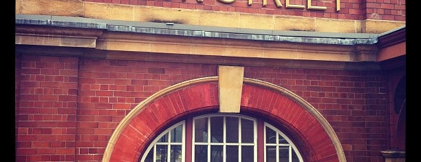 Birmingham Moor Street Railway Station (BMO) is one of Orte, die Carl gefallen.