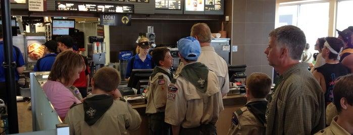McDonald's is one of Tempat yang Disukai Randee.