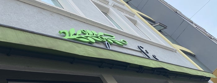 Mahmoud's is one of HD Places-To-Be.