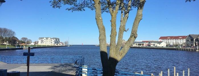 Pier 17 is one of สถานที่ที่ Chris ถูกใจ.