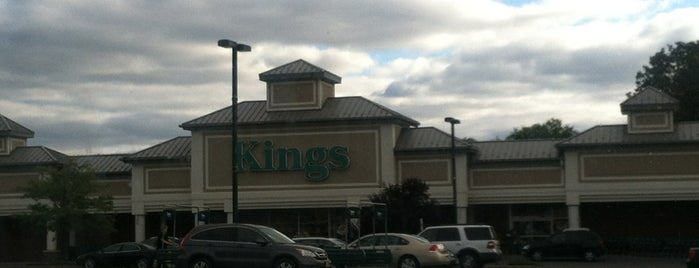 Kings Food Markets is one of Locais curtidos por Michael.